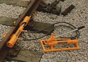 Stressing Equipment - Rail Creep Adjuster